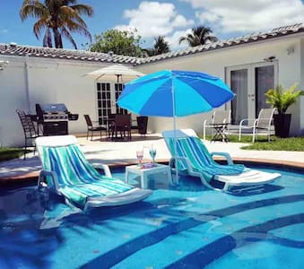 Perfect escape oasis 4br3ba heated pool Upto 10pp*