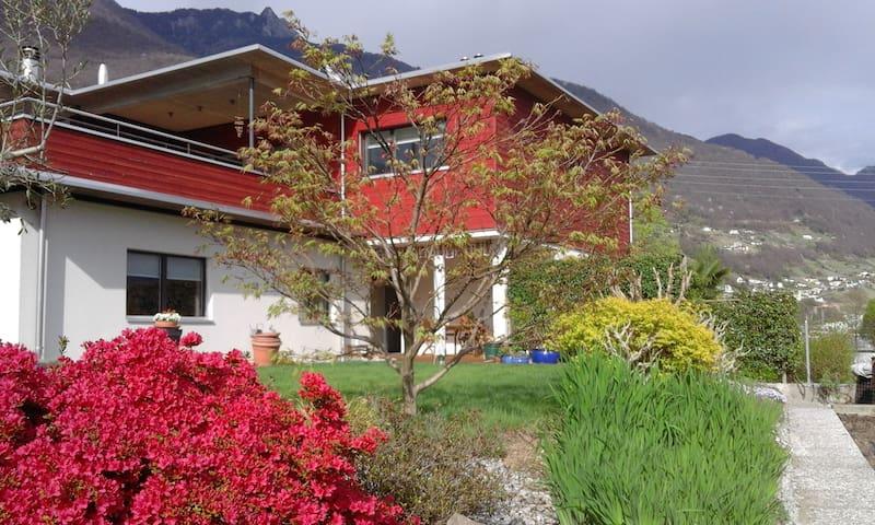 """""""La casa di legno rosso"""""""
