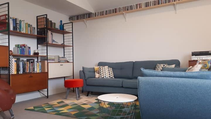 The Bakery Flat - Bright Modern Space in Castlerea