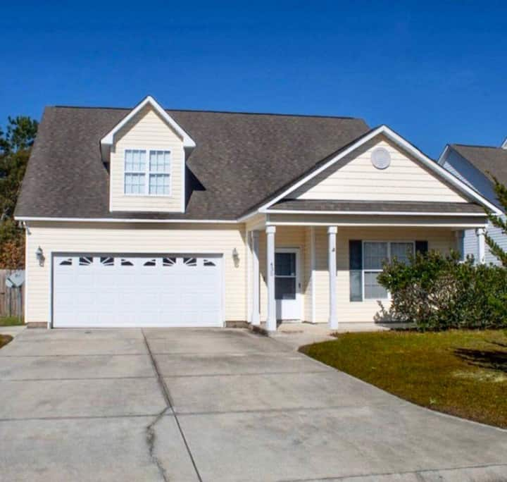 Nice Newer 2,500 sq foot home close to the beach