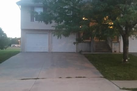 Comfortable Place close to KCI & Smithville Lake - Altro