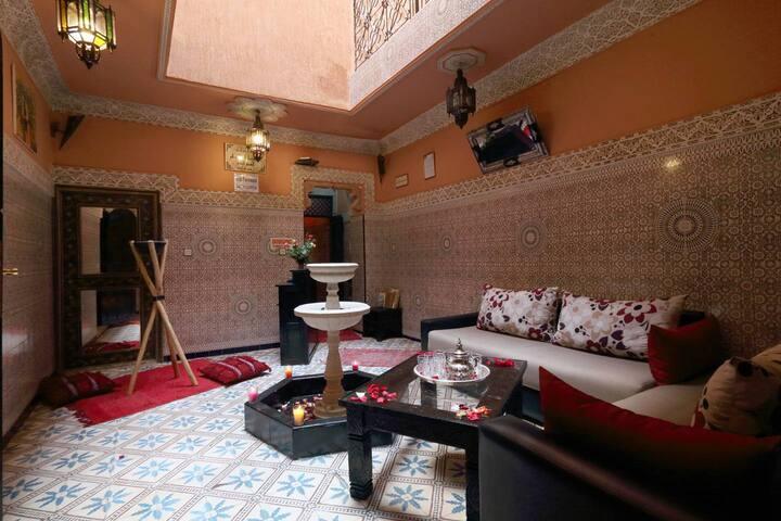 "Lovely Room ""1-minute walk from Djemaa El Fna"""