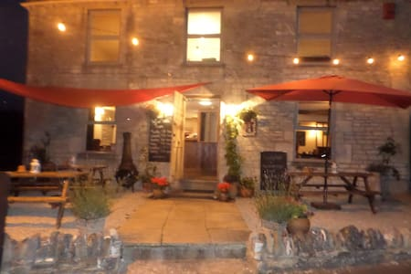 Queen Matilda Tavern and Rooms - Gloucestershire