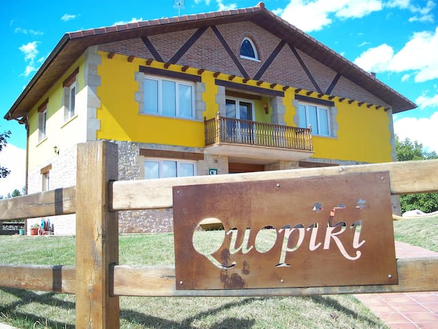 Quopiki. Tu Casa Rural en Euskadi. Hab. Cuadruple - Gopegi - Bed & Breakfast