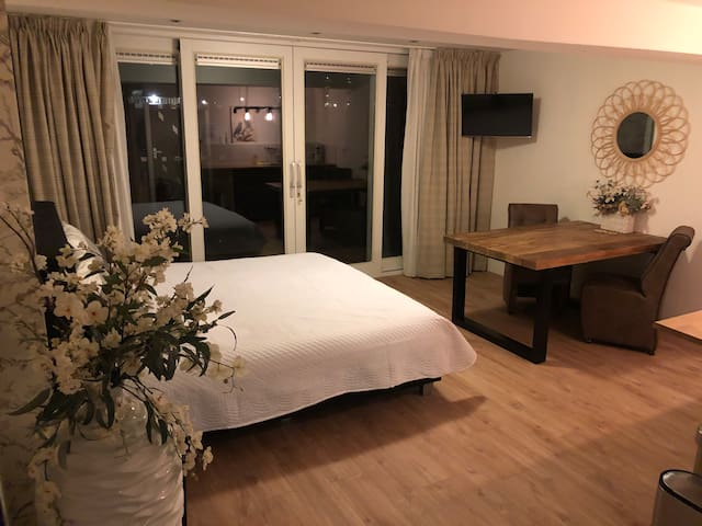 Lovely Room with Garden with private bathroom