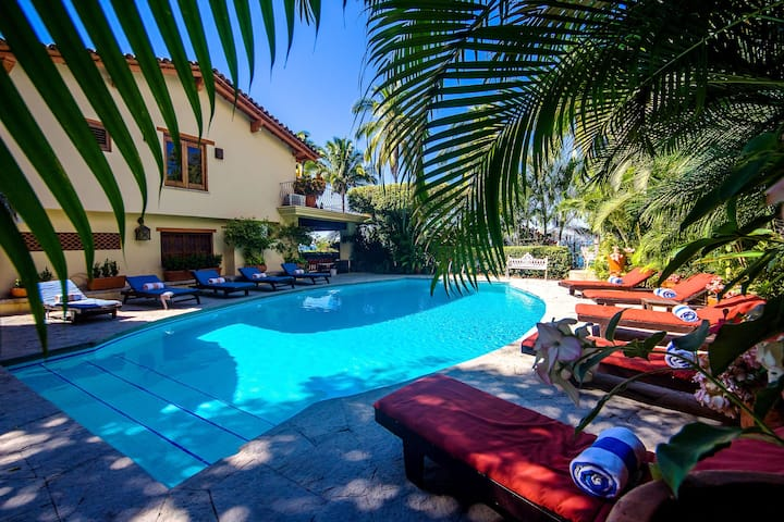 MOST RENTED W BEACH ACCES FEW STEPS, PRIVATE POOL