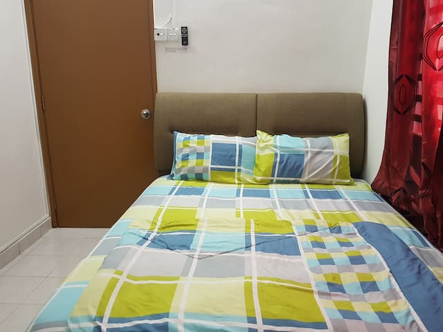 Cozy Medium Room 102 with aircon