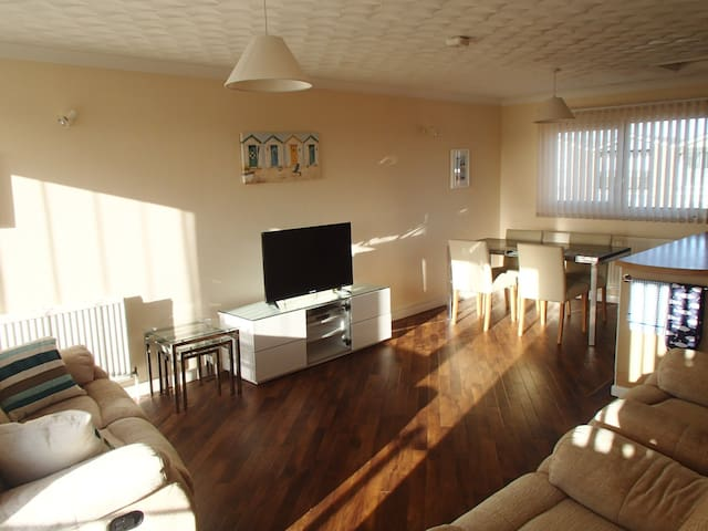 Holiday home near the beach with balcony - Norfolk - Ev