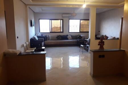 شقة جديدة بمنتجع أوريكة 150م مفروشة ومجهزة بالكامل