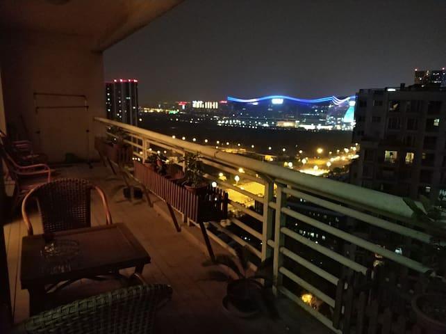 【坤宅N.FOUR】成都CBD与新会展中心天鹅湖畔公寓【紧邻国际环球中心,一号线地铁站出门即达】