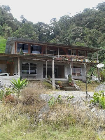 HOSPEDAJE EN COSANGA - Quito - Dům