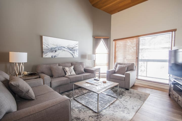 Top Floor Apartment with Pool & Hot Tub by Harmony Whistler