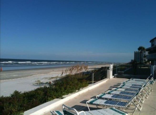 Oceanfront Community/no view from C - New Smyrna Beach - Condominium