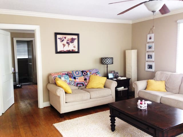 Cozy and Clean Downtown Apartment - Greenville - Condomínio