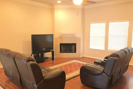 Great Home! Easy Access To 410 and 1604 - San Antonio