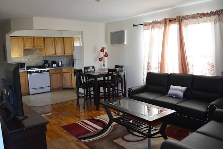 Spacious 2BR/2BTH/& Parking| Close to Everything!