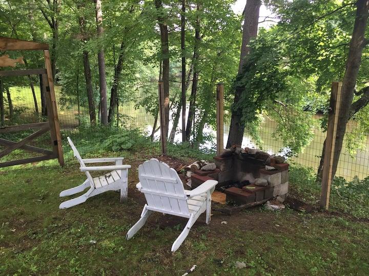 Adirondack Style Riverside Apartment with Kayaks