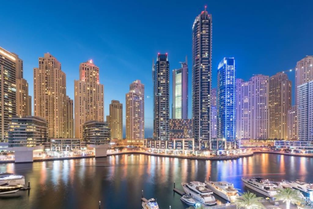 Night view to Dubai Marina
