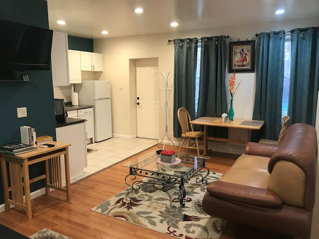 Home away from home Private safe apt.Squirrel Hill