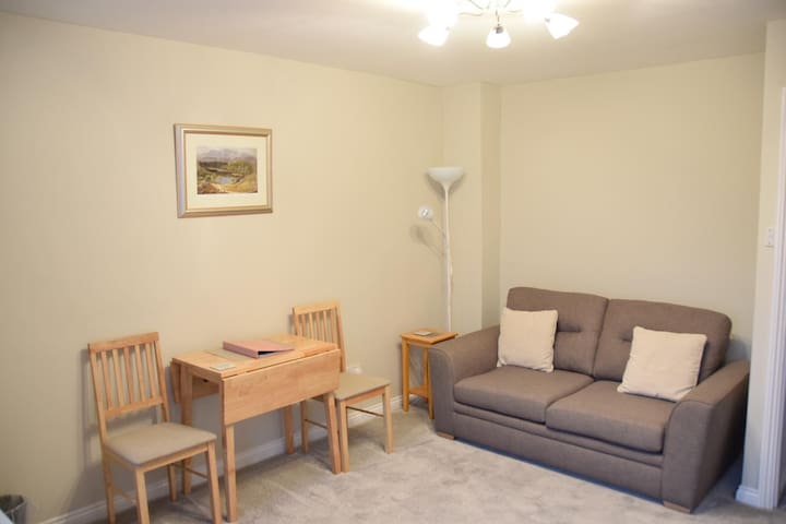 Self contained annexe, short walk to Warwick Uni