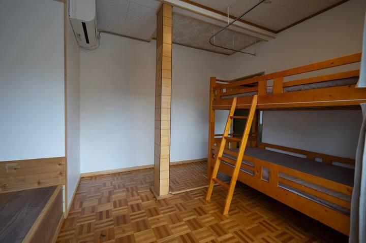 Up to 2 people. Bunk bed[sandwich]  Hostel SANKAKU