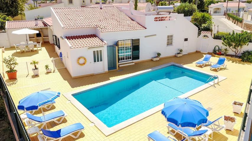Single level Villa,private pool,AC,WiFi,near beach
