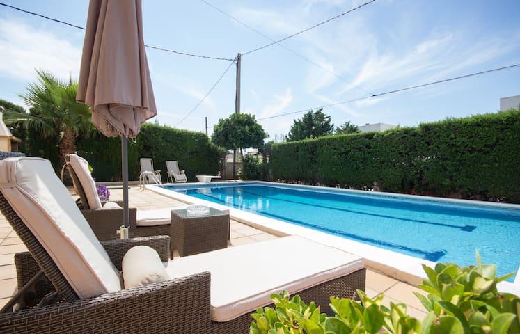 Casa con Piscina  (6 per) / House with Pool (6 per