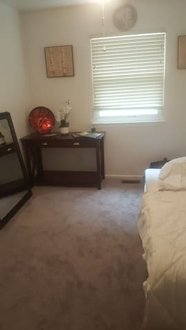1 bedroom Peaceful Oasis - Clifton Heights - Apartment