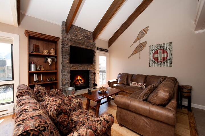 Completely Remodeled Townhome - Ski In/Out - Awesome Views