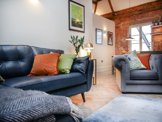 Padstow Property Management - The Long Room