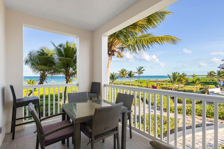 Stunning one bdrm ocean front views-pool, hot tub