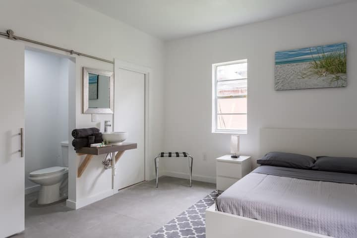 Unit 12- Miami Wynwood place with Private entrance