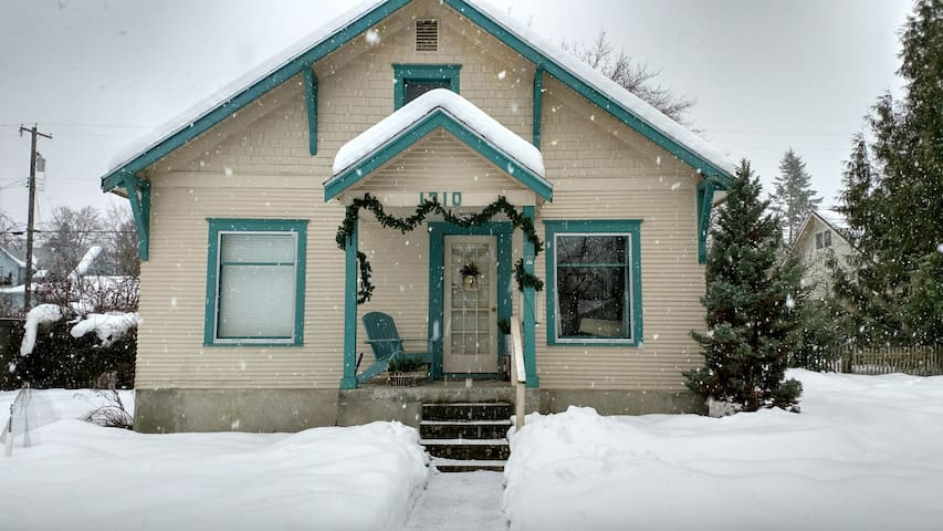 Cozy winter retreat is in the heart of downtown.