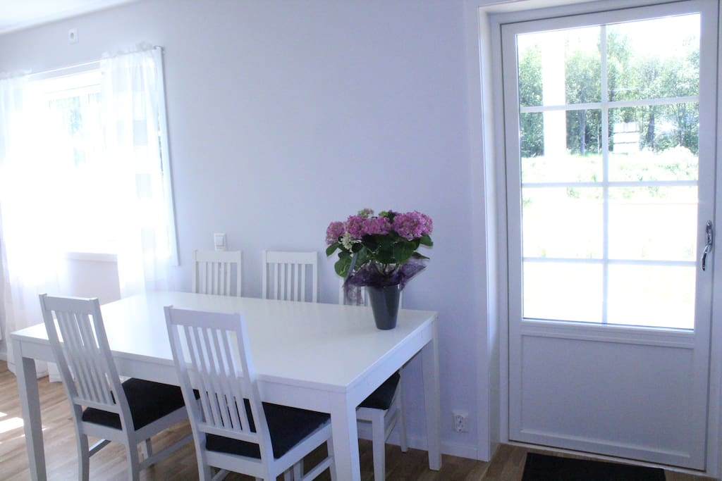 Dining table sits 5.