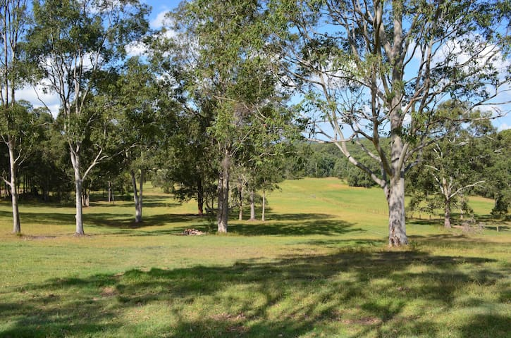 Open spaces & views,self-contained accommodation - Tinonee - Huis