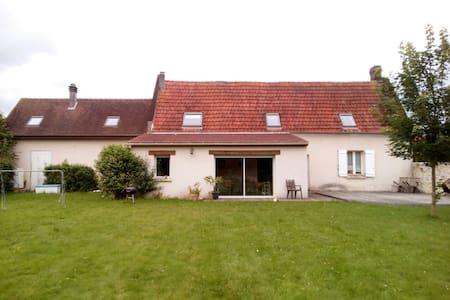 Chbre privée +30m2 dans maison - Antheuil-Portes - Casa