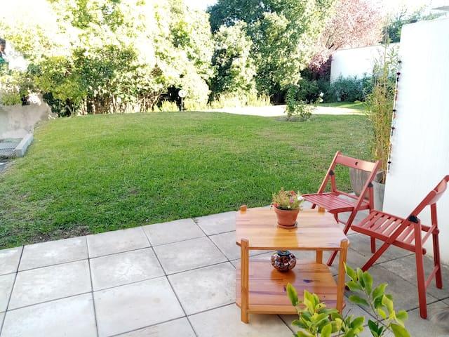 Studio avec terrasse et jardin aux Arceaux