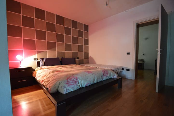 Room in quiet rustic in the green area. - Lonato del Garda - บ้าน