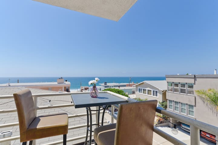 Luxurious Beach Condo w/OCEAN VIEWS & Near it all!