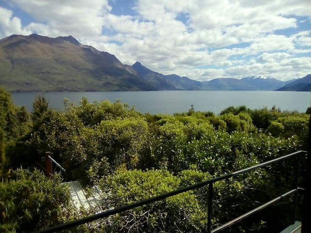 Big room with ensuite by the lake - Queenstown