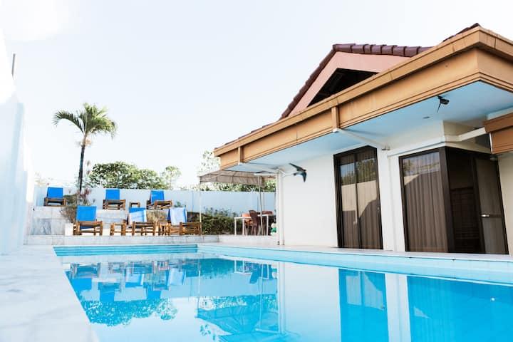 Oceanview Luxury  Apartment in Bohol
