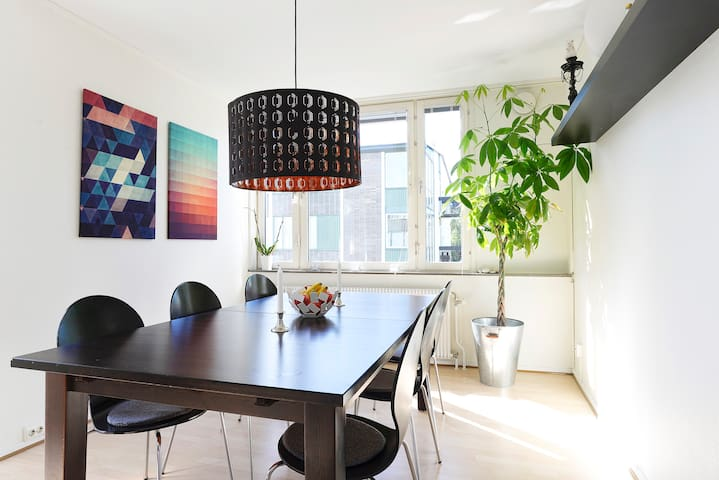 Large Room with Magical Light in Central Lund - Lund - Appartement