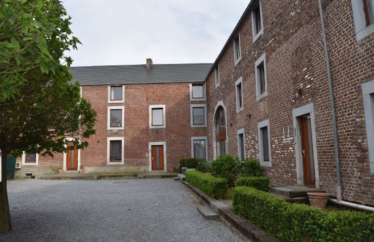 Countryside appartment 10 min away from Liège - Awans - Leilighet