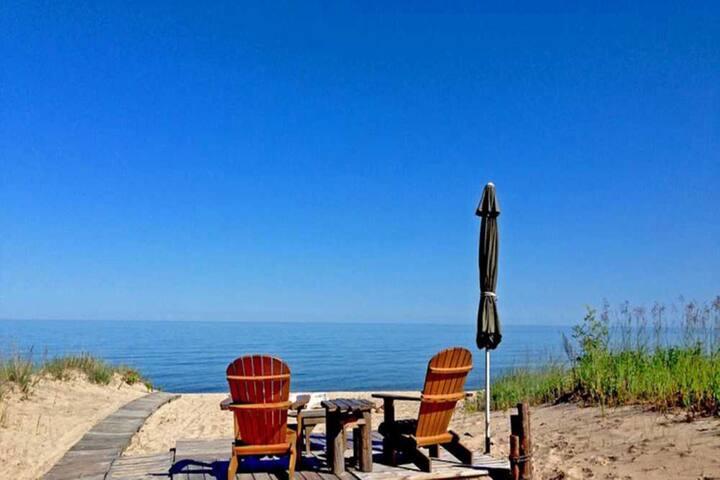 *NO GUEST SERVICE FEE* Lake Huron - 2 bedroom, 1 bath - Lake Front Vacation Cabin