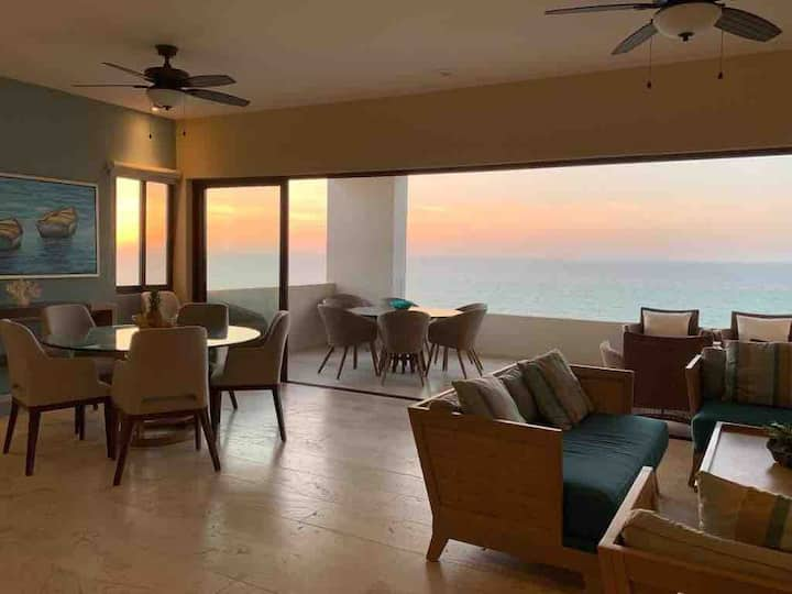 Luxury Beachfront Apartment, Progreso.