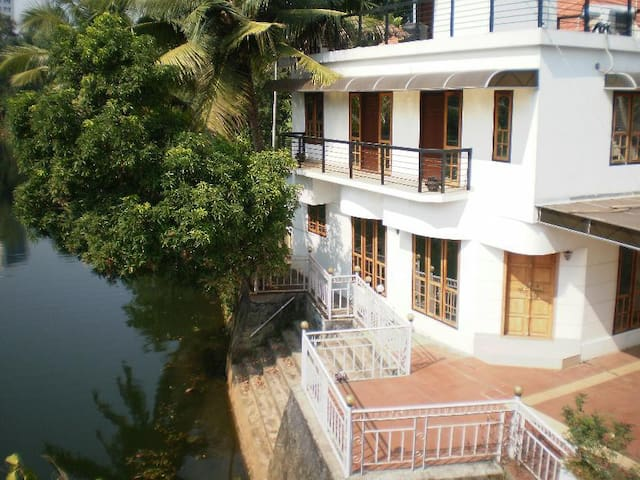 Kumarakom Guest House Kottayam