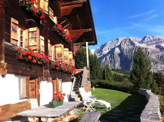 Romantik Chalet with amazing view - Lenk - Casa
