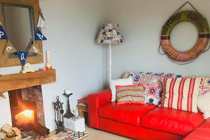 A cosy seaside themed cottage by the sea
