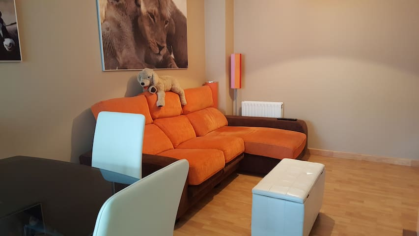 Piso y muebles nuevos, a 5 minutos de Santander - Santander - House