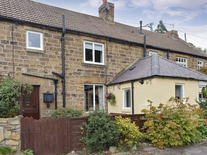 Front Row Cottage, River View (UK31438)